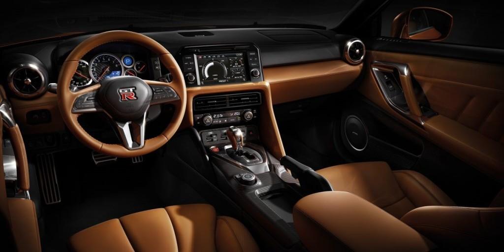 Фото салона Nissan GTR 2017
